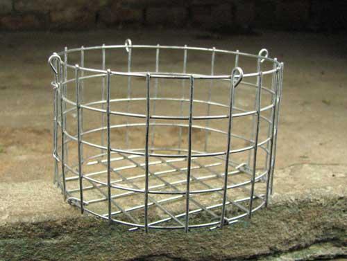 Корзина металлическая круглая (ячейка 1,5х1,5 см), диаметр 20 см, высота 10 см, с подвесом