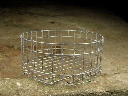Корзина металлическая круглая, диаметр 15 см, высота 8 см, с подвесом